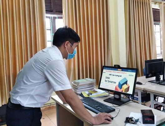Giáo viên hướng dẫn của đội thi được trang bị những khóa đào tạo online.
