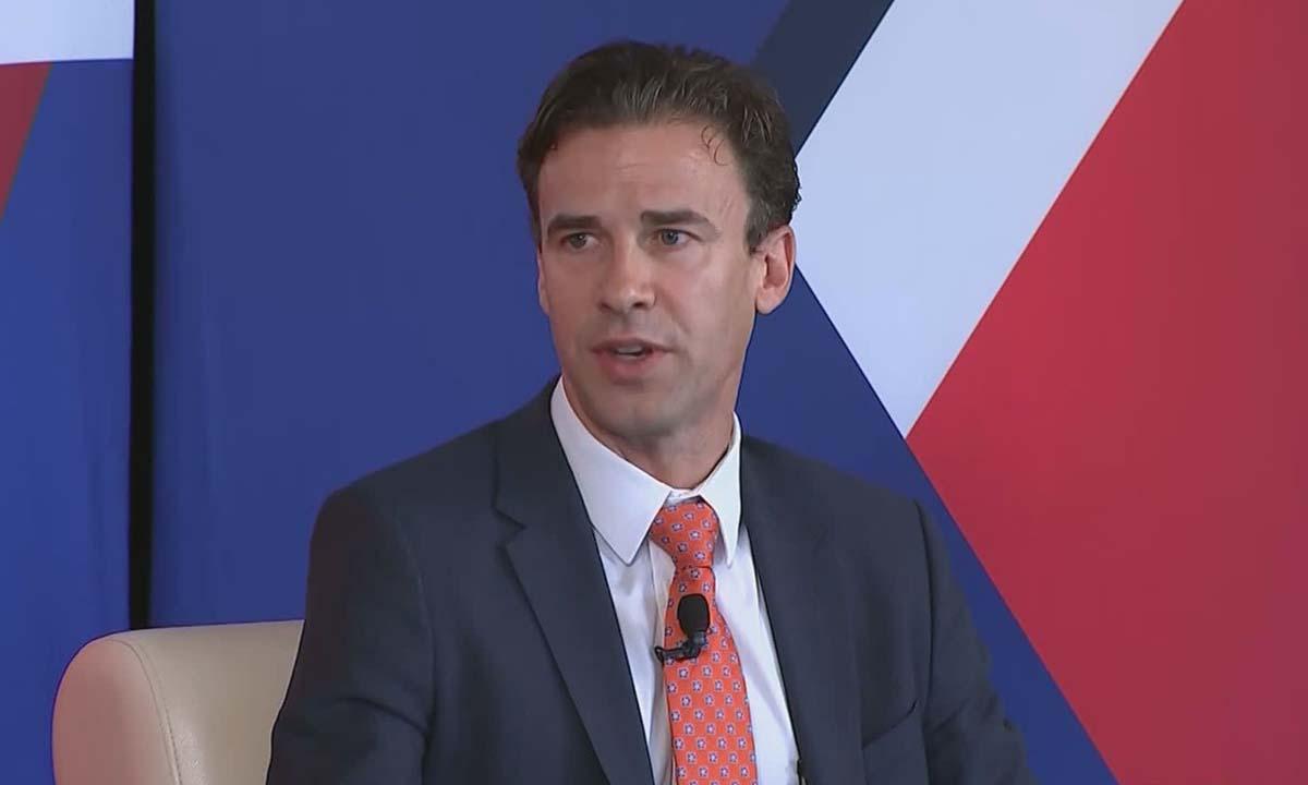 Clete Willems, cựu phó giám đốc Hội đồng Kinh tế Quốc gia Mỹ, trong một cuộc phỏng vấn hồi tháng 6/2019. Ảnh: CNBC.