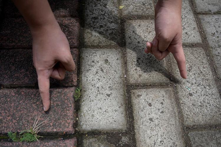 Gạch lát đường Rebrick rẻ như gạch thường nhưng bền hơn. Ảnh: AFP.