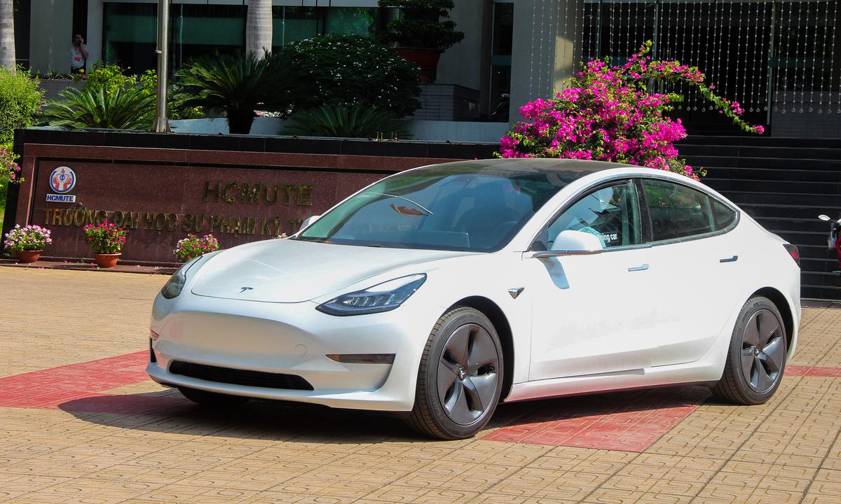 Thiết kế không lưới tản nhiệt trên một mẫu Tesla Model 3 tại Việt Nam. Ảnh: Thành Nhạn