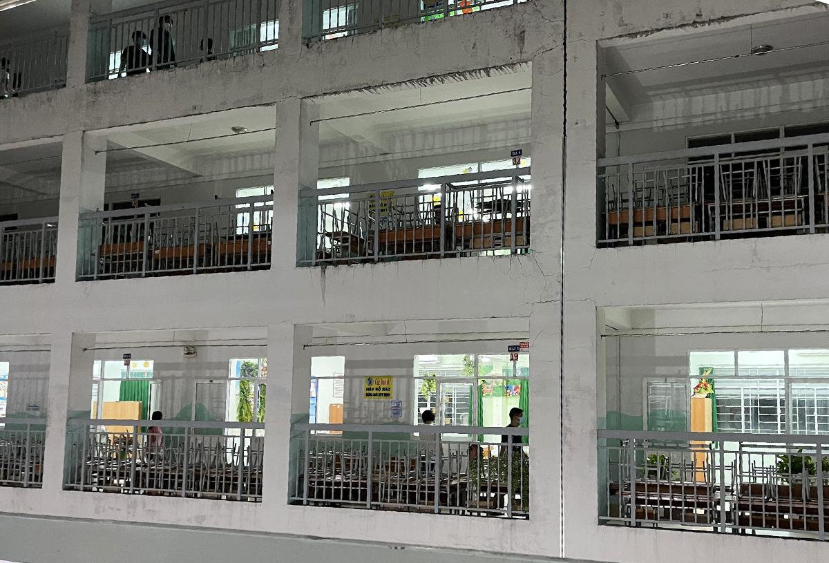 Trường tiểu học Bế Văn Đàn ở đường Hoàng Hoa Thám, phường 6, được trưng dụng để làm khu cách ly tập trung của quận Bình Thạnh. Ảnh: Đình Văn.