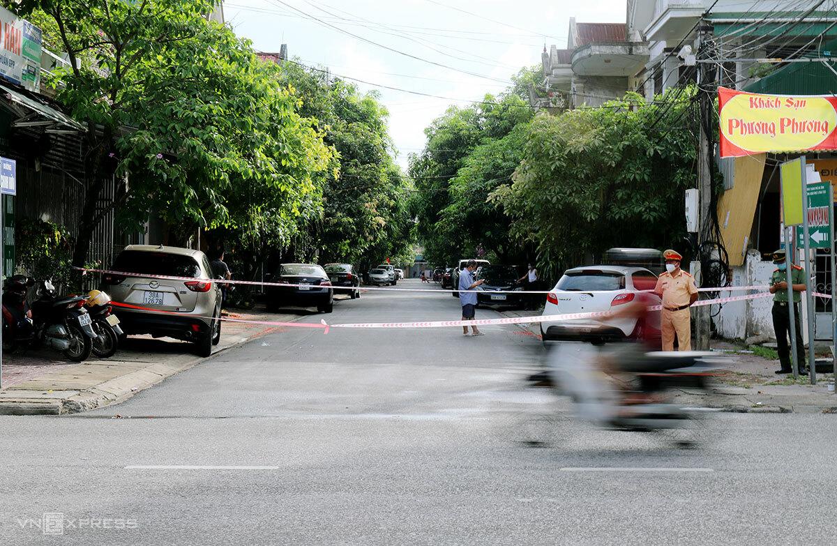 Một lối vào đường Chính Hữu, phường Nguyễn Du, TP Hà Tĩnh bị phong tỏa. Ảnh: Đức Hùng