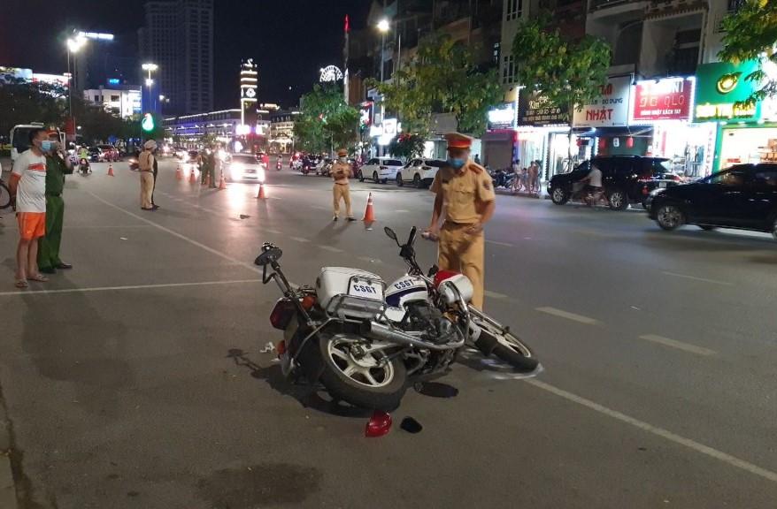 Hiện trường sự việc khiến hai cảnh sát giao thông bị thương. Ảnh: Nguyễn Khánh