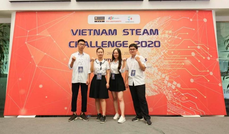 Nguyên Anh (thứ ba từ trái sang) tại sự kiện Vietnam Steam Challenge 2020. Ảnh: Nhân vật cung cấp