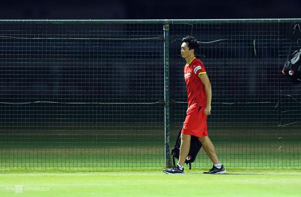 "Tuan Anh เดินกะเผลกระหว่างฝึกซ้อมเมื่อวันที่ 8 มิถุนายน  ภาพถ่าย: ""Lam Thua ."""