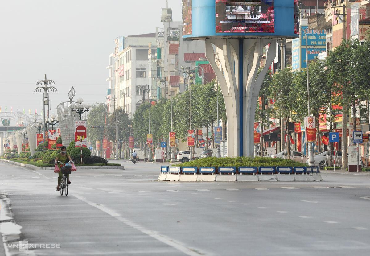 Người dân TP Bắc Giang hạn chế ra đường trong những ngày giãn cách xã hội, cuối tháng 5/2021. Ảnh: Ngọc Thành