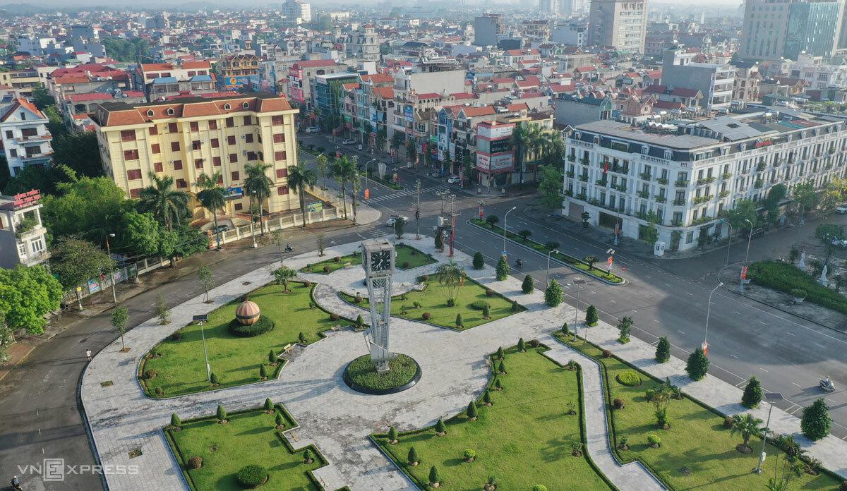Một góc quảng trường trung tâm TP Bắc Giang trong những ngày địa phương giãn cách xã hội, tháng 5/2021. Ảnh: Ngọc Thành