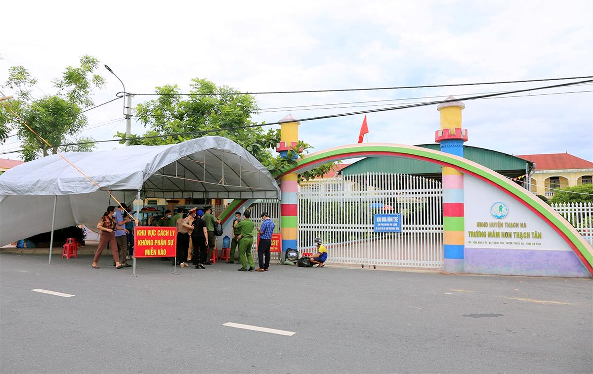 Một trong những điểm đang cách ly các F1 liên quan học sinh nhiễm nCoV ở xã Tân Lâm Hương. Ảnh: Khắc Mai