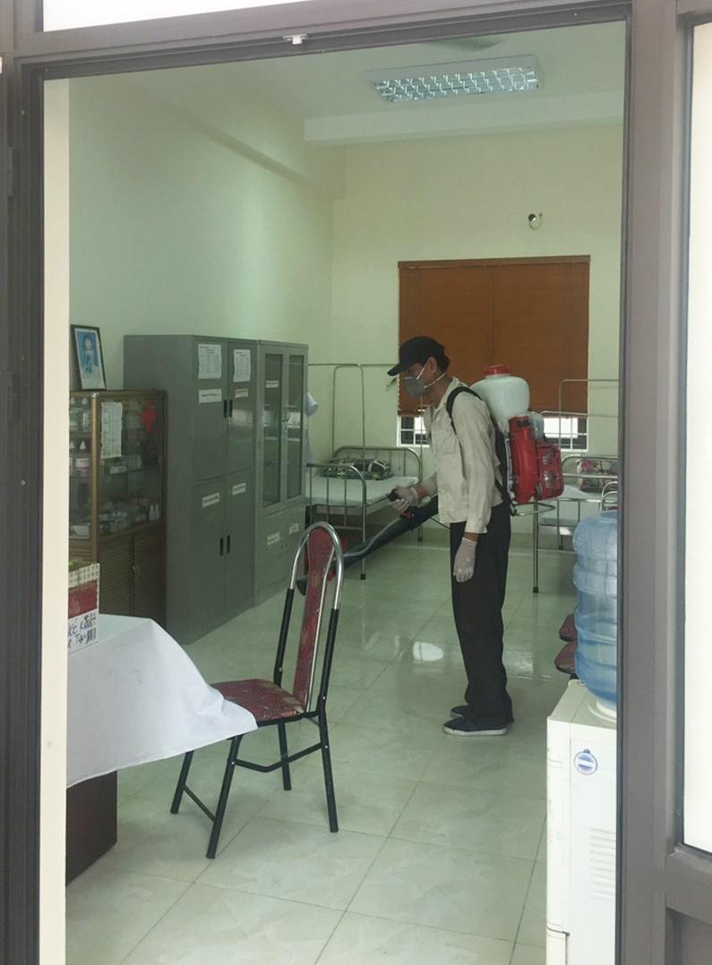 Trường THPT Trương Định đã hoàn thành việc phun khử khuẩn trước khi kỳ thi vào lớp 10 THPT công lập. Ảnh: Nhà trường cung cấp