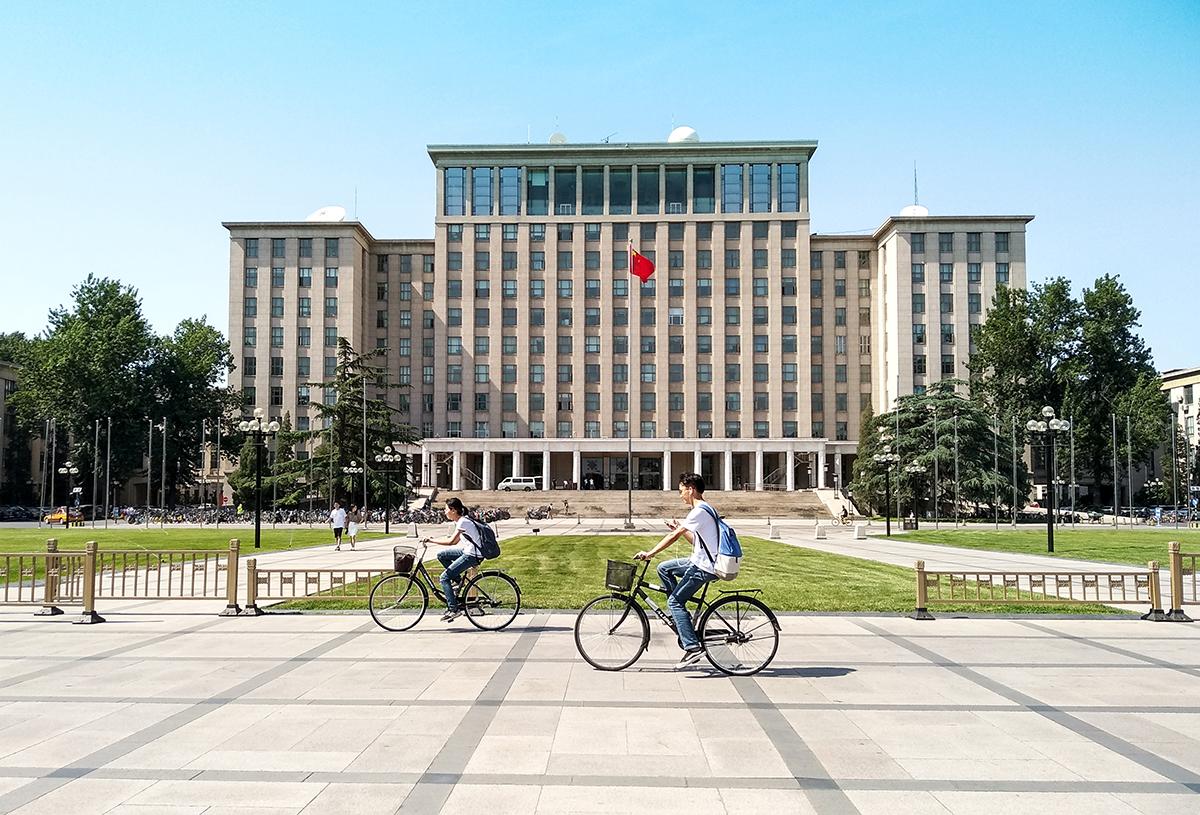 Một toà nhà thuộc Đại học Thanh Hoa. Ảnh: Shutterstock.