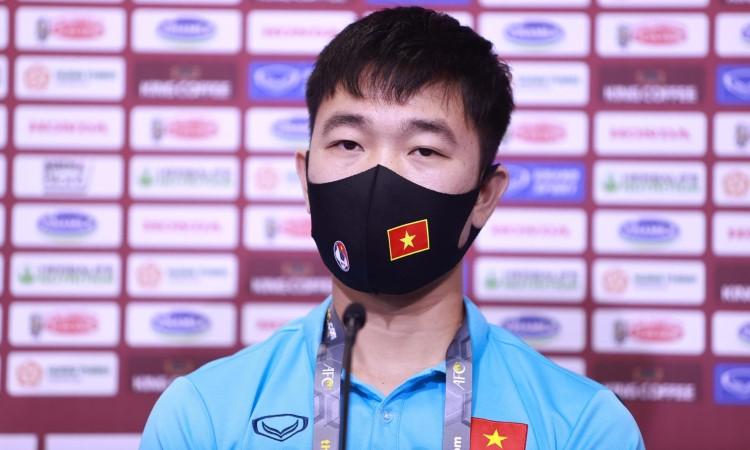 Xuan Truong ในงานแถลงข่าวก่อนการแข่งขันกับมาเลเซียในตอนเย็นของวันที่ 10 มิถุนายน  รูปถ่าย: ลำเฒ่า.