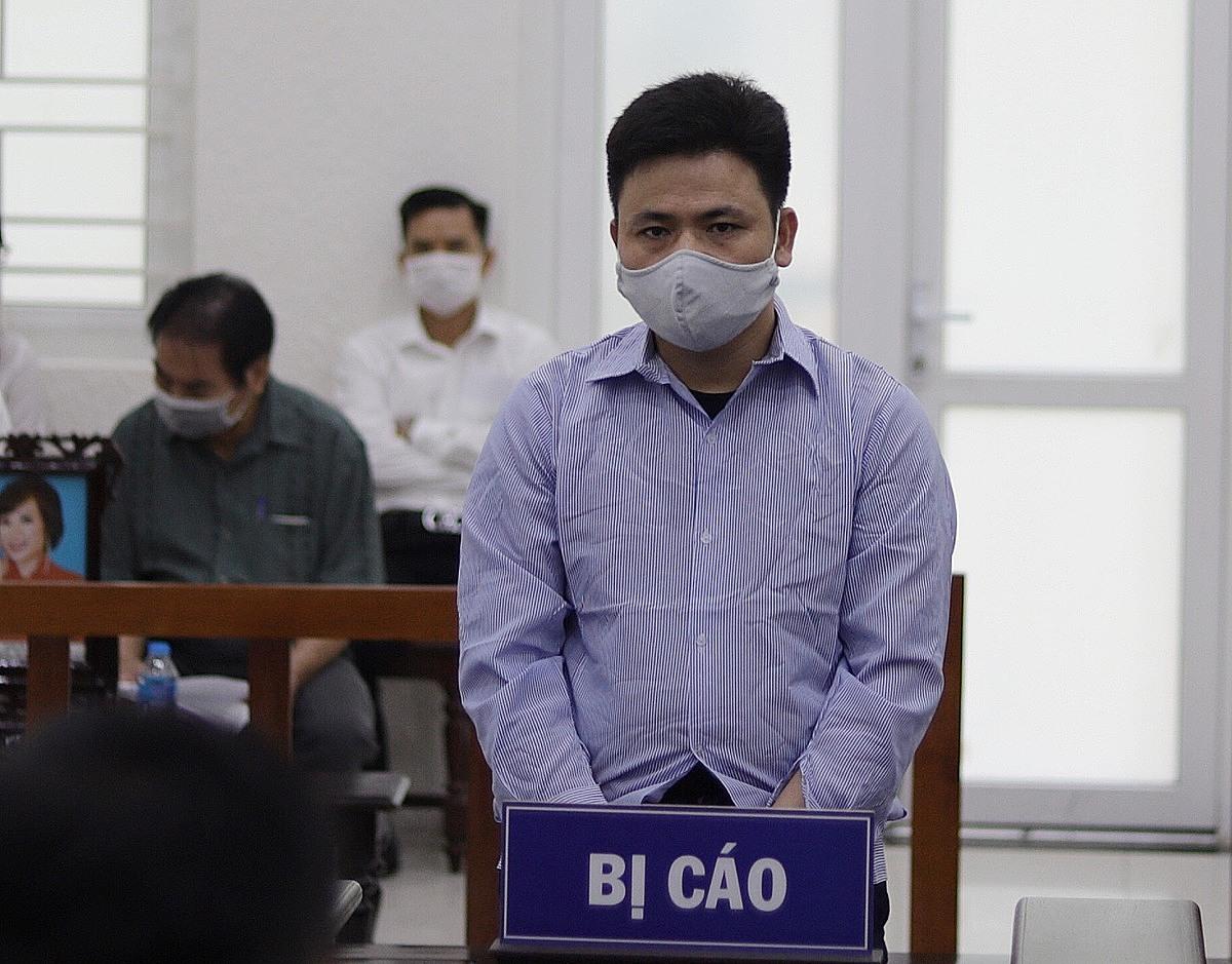 Bị cáo Lê Văn Chung nghe tuyên án chiều 10/6. Ảnh: Danh Lam
