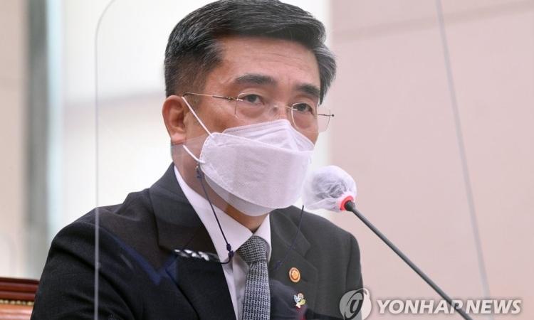 Bộ trưởng Quốc phòng Hàn Quốc Suh Wook tham dự cuộc họp tại Seoul hôm 9/6. Ảnh: Yonhap.