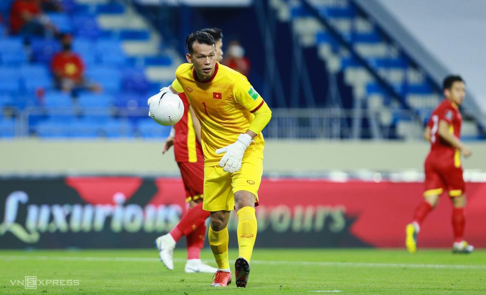 """Bui Tan Truong เล่นอย่างจดจ่อในการแข่งขันเวียดนามเอาชนะอินโดนีเซีย 4-0 เมื่อวันที่ 7 มิถุนายน  ภาพถ่าย: """"Lam Thua ."""""""