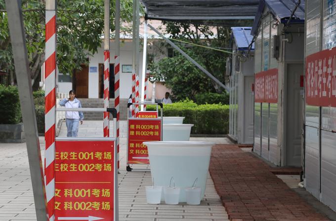Điểm thi gaokao tạm ở huyện Dạng Tỵ, tỉnh Vân Nam, hôm 7/6. Ảnh: China Daily.