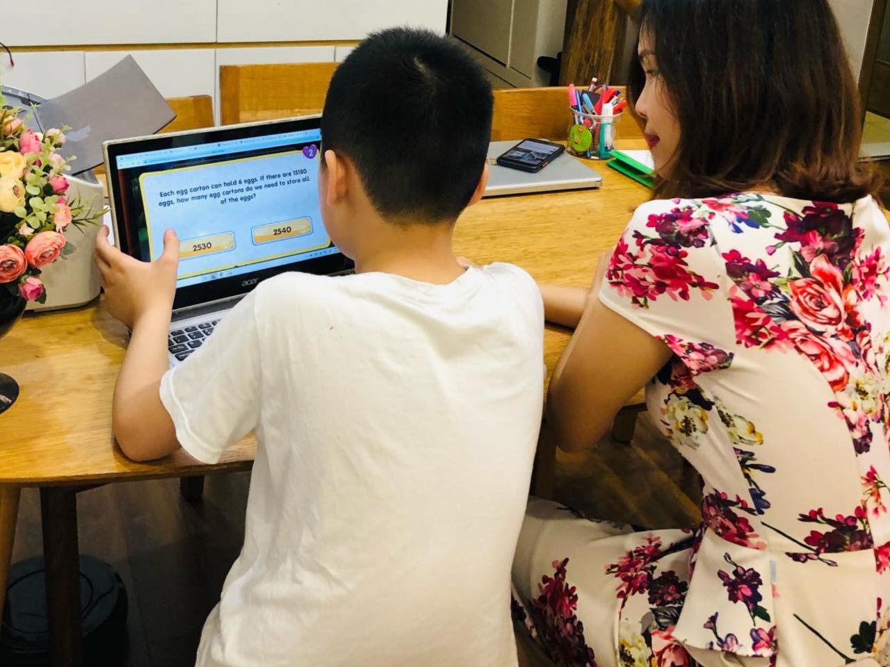 iSMART có hơn 10.000 chủ đề tiếng Anh Toán - Khoa học và hơn 500 trò chơi tương tác bằng tiếng Anh giúp học sinh chủ động ôn tập và rèn luyện kiến thức.