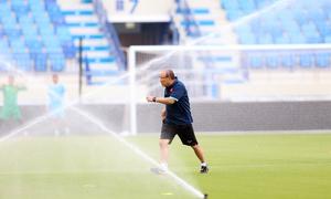 Vòi nước 'tấn công' HLV Park Hang-seo