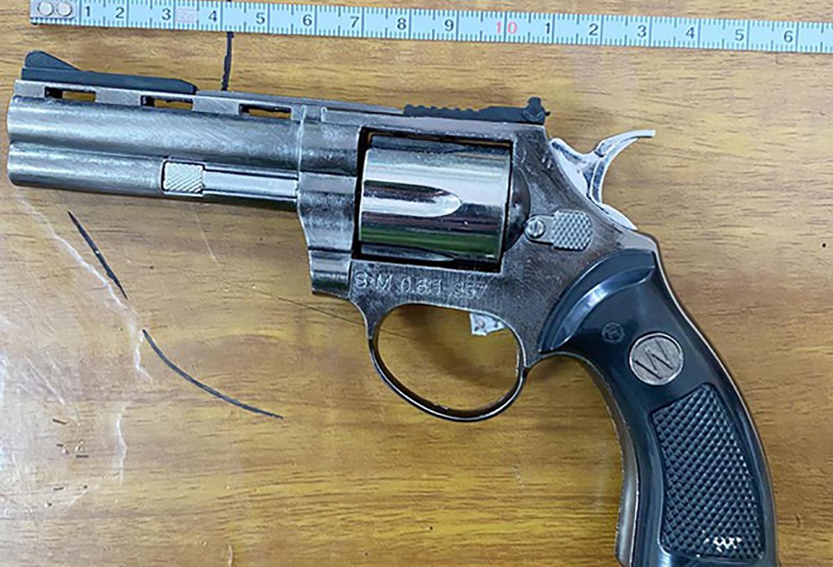 Khẩu súng tang vật trong vụ án. Ảnh: Công an cung cấp.