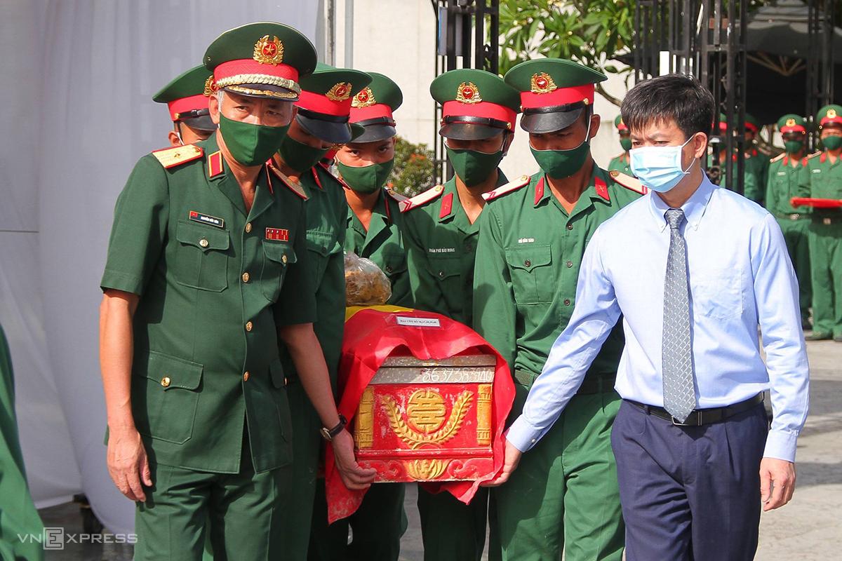 Các liệt sĩ được truy điệu và an táng tại Nghĩa trang liệt sĩ Quốc gia Đường 9. Ảnh: Quang Hà
