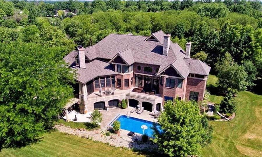 Biệt thự trên đỉnh nũi ở thành phố Carmel, bang Indiana mà cựu phó tổng thống Mỹ Mike Pence mua tháng trước. Ảnh: Realtor.