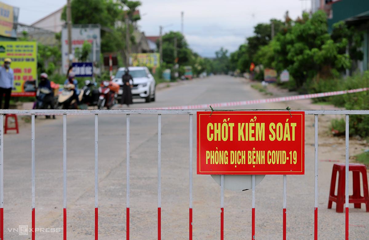 Một chốt kiểm soát phòng chống dịch trên địa bàn tỉnh Hà Tĩnh. Ảnh: Đức Hùng