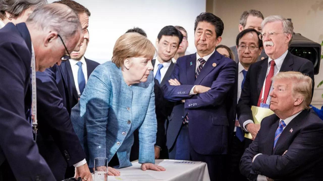Trump (ngồi ngoài cùng bên phải) cùng các lãnh đạo G7 tại hội nghị ở Canada năm 2018. Ảnh: AFP.
