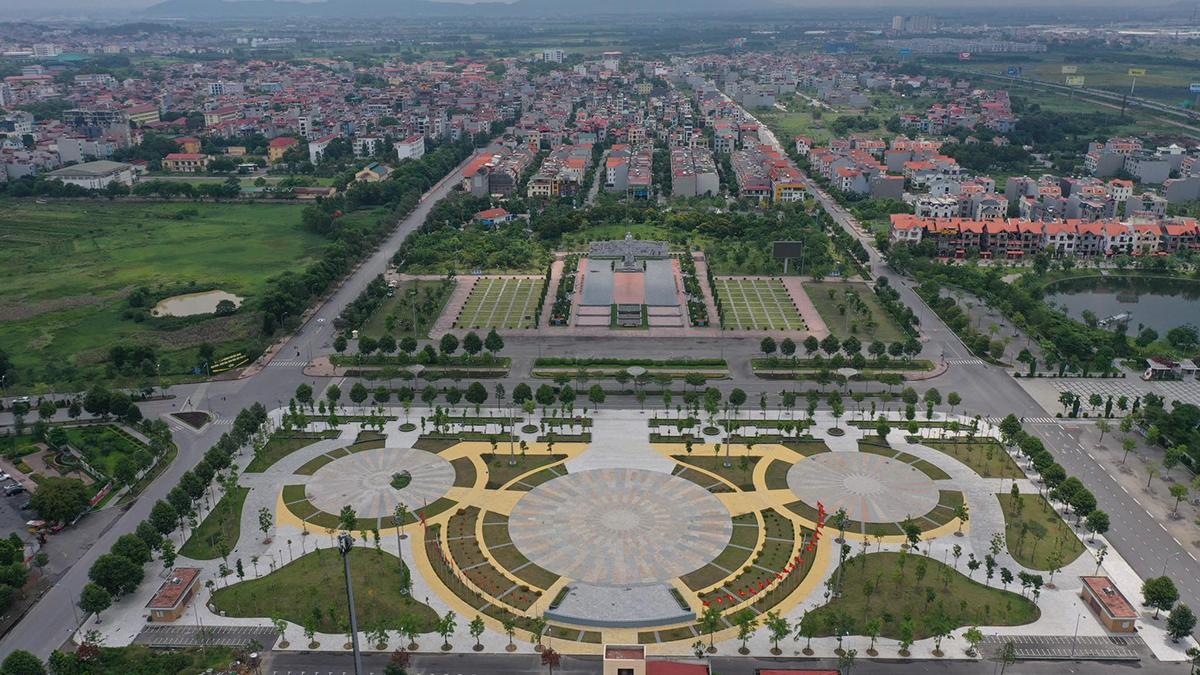 Quảng trường TP Bắc Ninh trong thời gian giãn cách xã hội. Ảnh: Ngọc Thành