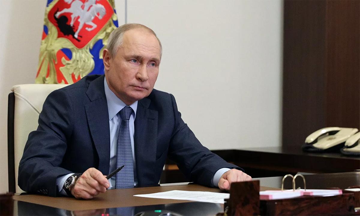 Tổng thống Nga Vladimir Putin trong cuộc họp với các quan chức ngày 8/6. Ảnh: RIA Novosti.