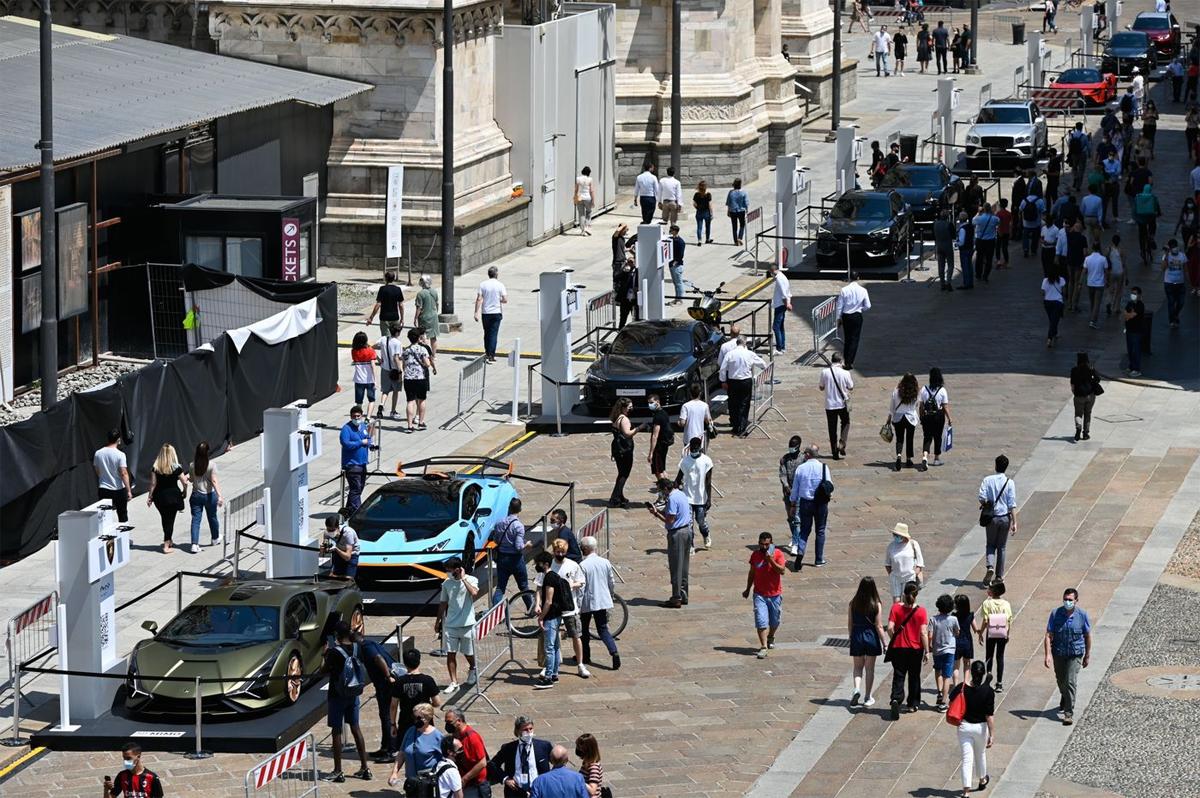 Các mẫu Lamborghini và nhiều xe khác trưng bày tại Milano Monza Motor Show đang diễn ra ở Milan và Monza, Italy. Ảnh: Bloomberg