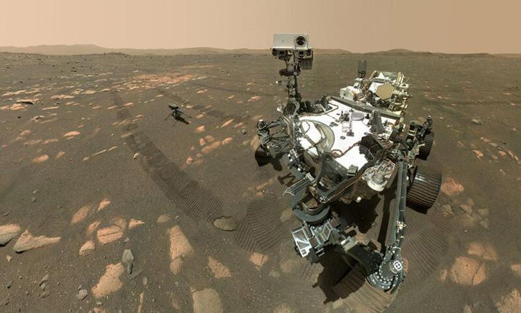 Robot Perseverance và trực thăng Ingenuity chụp selfie trên sao Hỏa. Ảnh: NASA/JPL-Caltech/MSSS.
