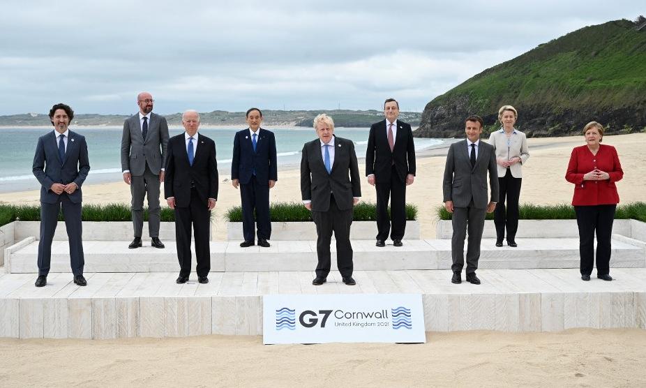 Các lãnh đạo G7 chụp ảnh lưu niệm tại Cornwall, Anh, hôm 11/6. Ảnh: AFP.