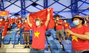 CĐV Việt Nam tại UAE vỡ òa sau chiến thắng Malaysia