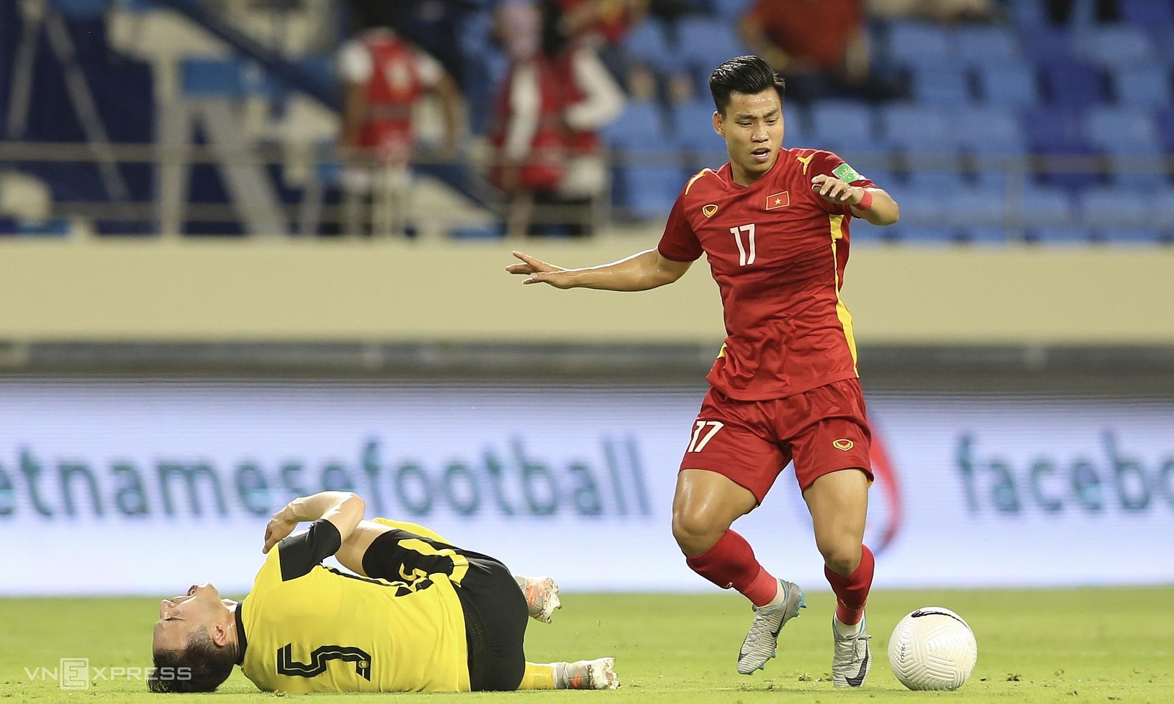 Sự toả sáng của những cầu thủ vào thay người như Văn Thanh (trong ảnh), Văn Toàn, Đức Huy cho thấy chất lượng chiều sâu cả về nhân sự lẫn các giải pháp chiến thuật của tuyển Việt Nam. Ảnh: Lâm Thoả