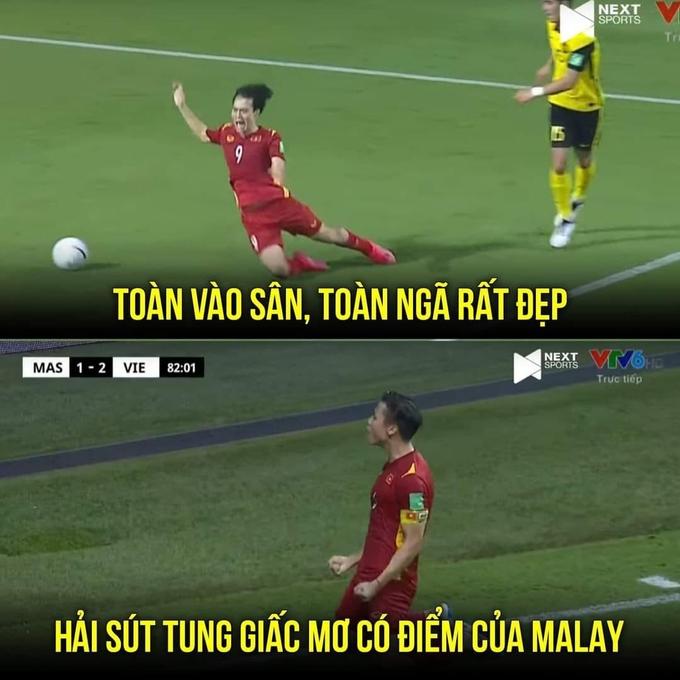 CĐV Malaysia tức giận vì cho rằng Văn Toàn đã ăn vạ trong tình huống dẫn đến quả penalty.