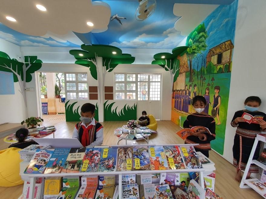 Nhiều đầu sách bổ ích được phân bổ về không gian đọc sách tại Pleiku.