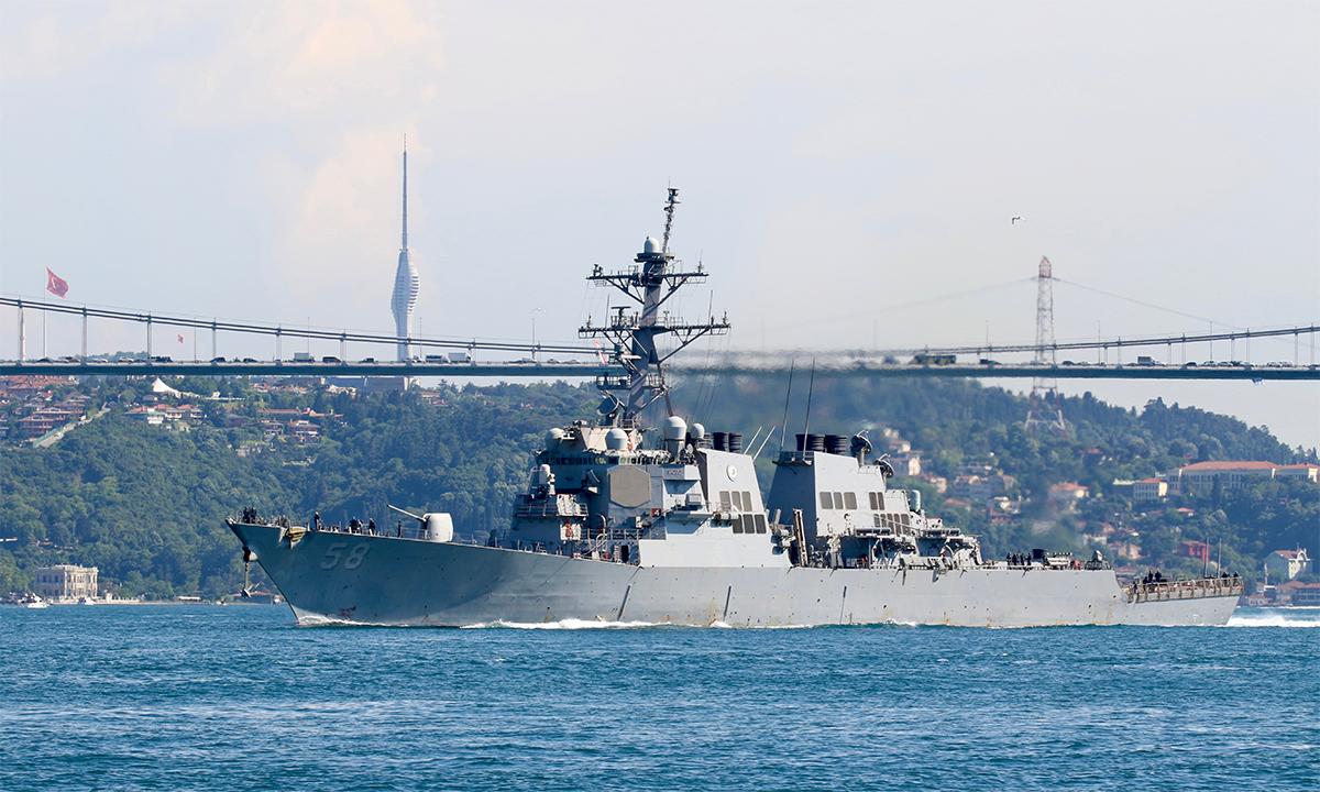 Khu trục hạm USS Laboon đi qua eo biển Bosphorus v tiến vào Biển Đen ngày 11/6. Ảnh: USNI.