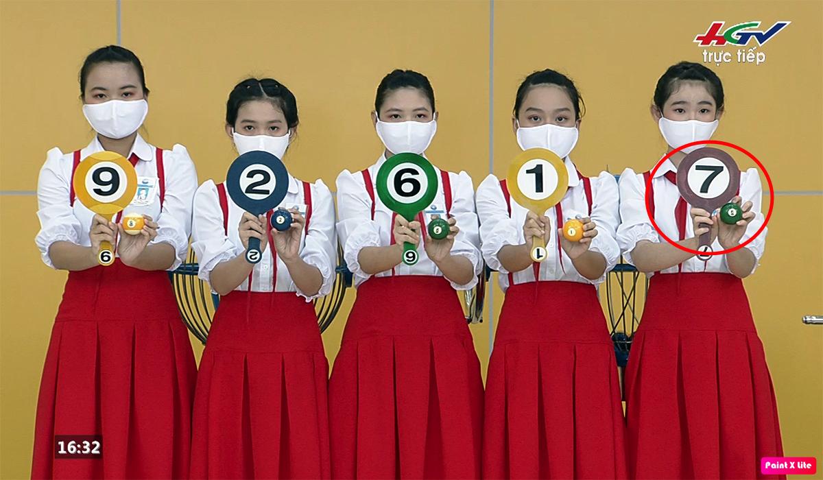 Kết quả giải nhì công bố trên truyền hình trực tiếp chiều 12/6 có dãy số 92617. Ảnh: Cắt từ video