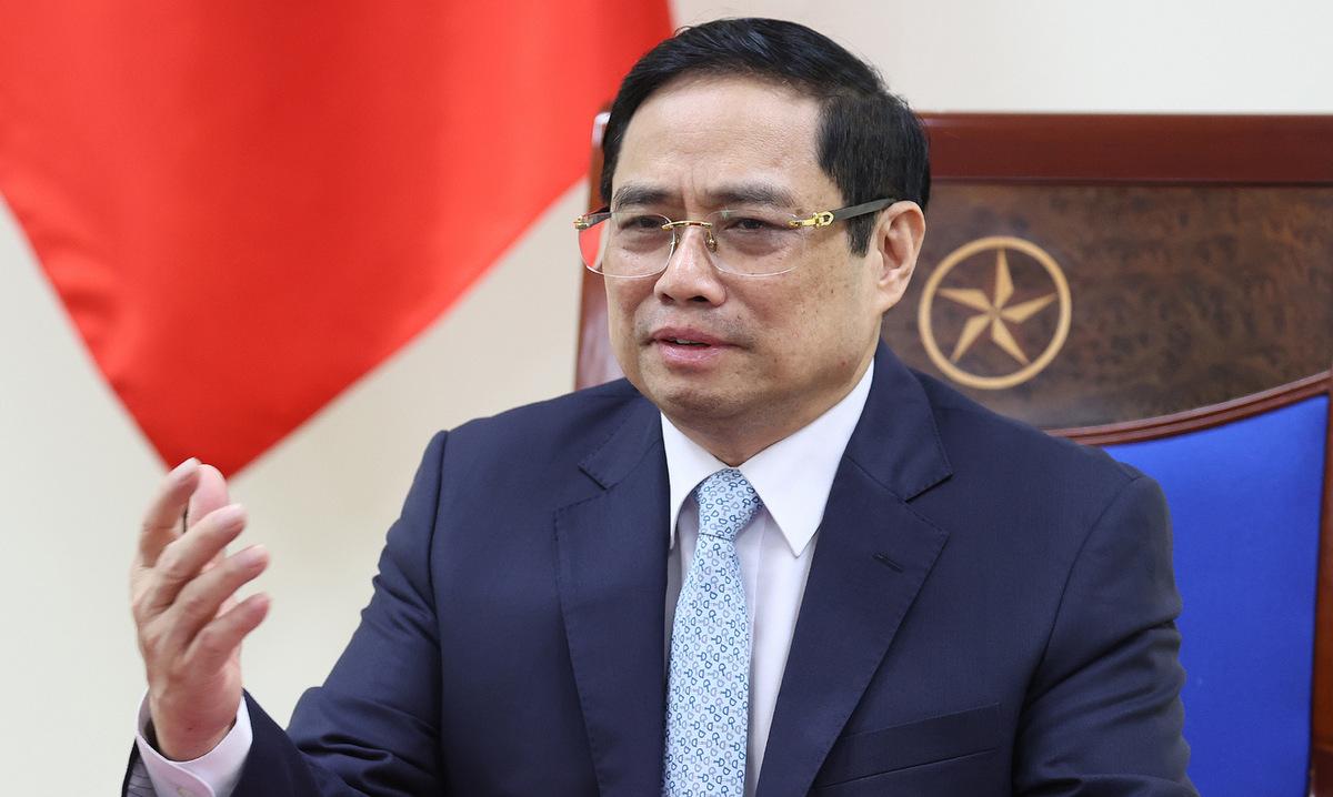 Thủ tướng Phạm Minh Chính trong cuộc điện đàm với Thủ tướng Pháp hôm nay. Ảnh: BNG.