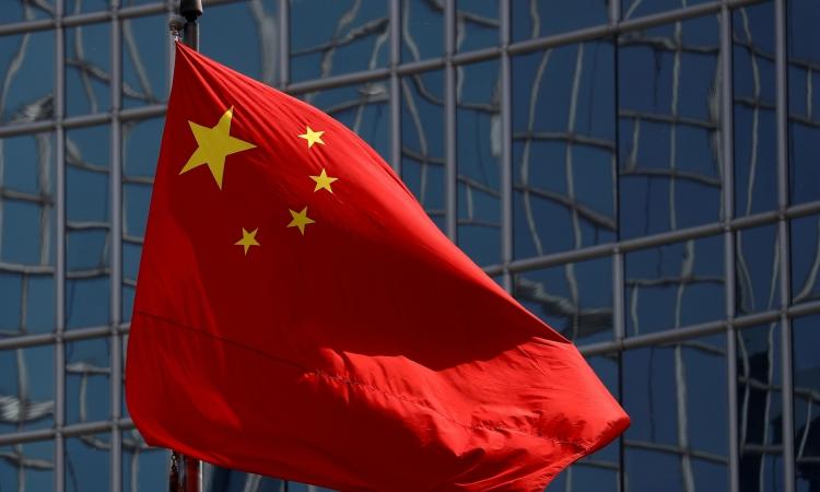 Quốc kỳ Trung Quốc tại Bắc Kinh hồi tháng 4/2020. Ảnh: Reuters.