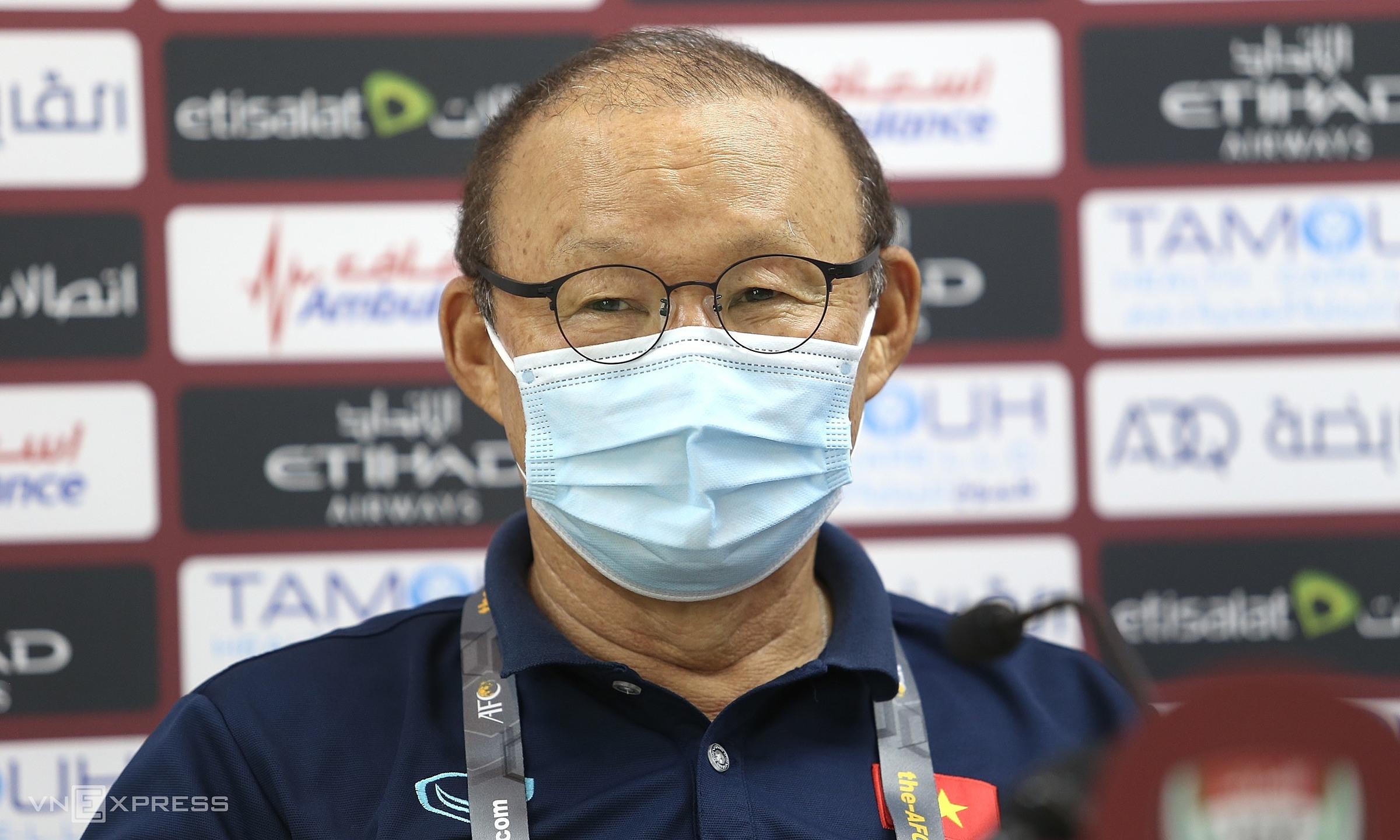 HLV Park bị cấm chỉ đạo trận gặp UAE nhưng vẫn được họp báo trước trận. Ảnh: Lâm Thoả