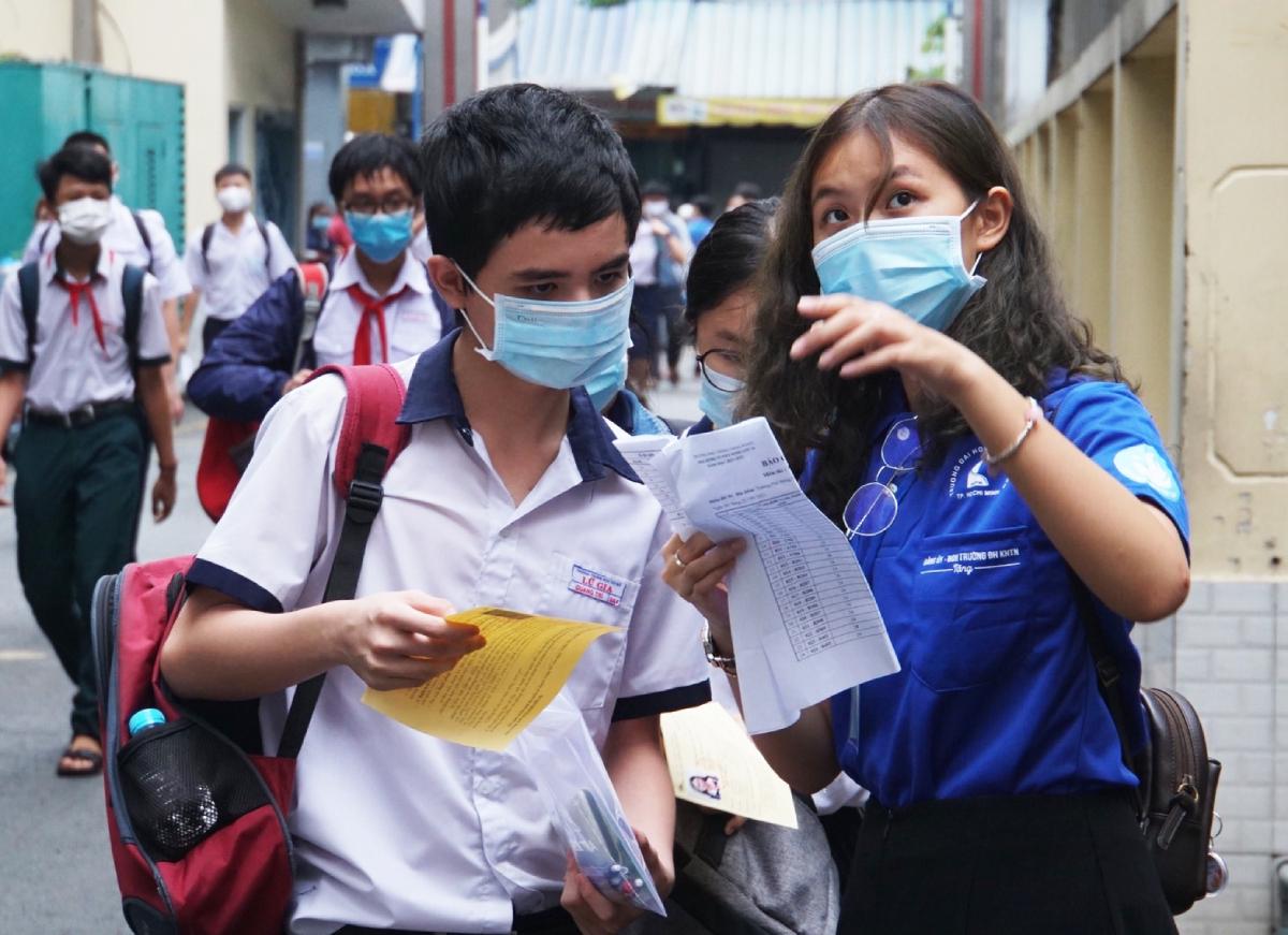 Thí sinh lớp 9 dự kỳ thi trường Phổ thông Năng khiếu, Đại học Quốc gia TP HCM hồi cuối tháng 5. Ảnh: Mạnh Tùng.