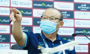 HLV Park gay gắt với phóng viên của UAE