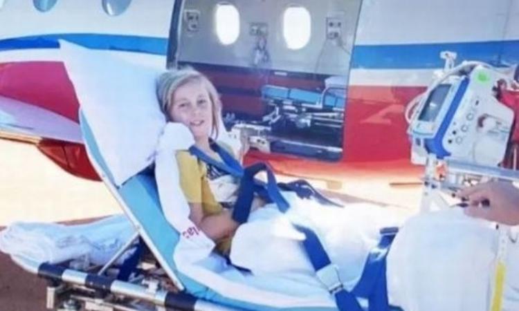Jackson Bartley được trực thăng y tế đưa về thành phố Perth sau khi bị cá mập tấn công ở Coral bay cuối tuần qua. Ảnh: Nine News.