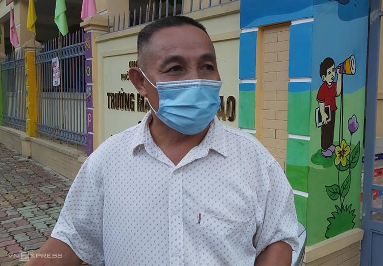 Ông Nguyễn Thanh Hà kể về vụ cháy. Ảnh: Nguyễn Hải