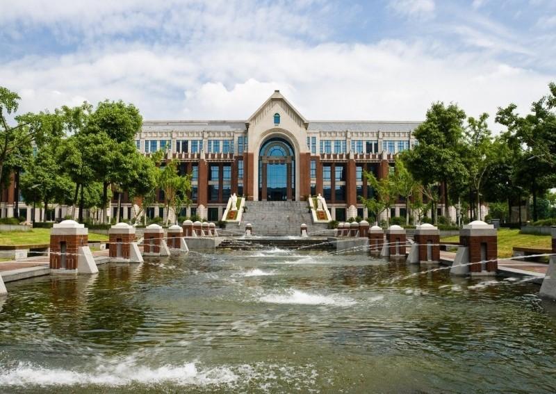 Đại học Khoa học Chính trị và Luật Đông Trung Quốc, nơi Bao làm việc. Ảnh: SCMP