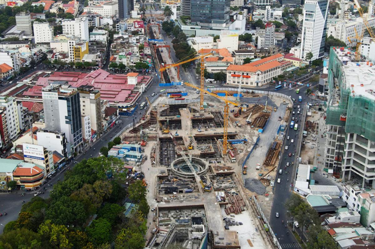 Công trường thi công ga Bến Thành thuộc Metro Số 1 hồi cuối tháng 3. Ảnh: Hữu Khoa.