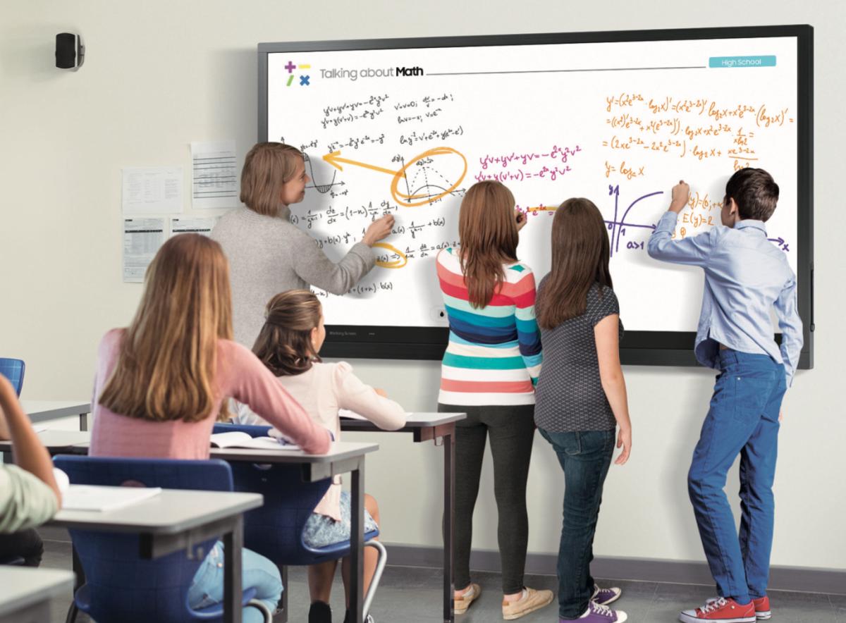 Các thiết bị hiện đại có tác dụng lớn trong việc hỗ trợ học tập.