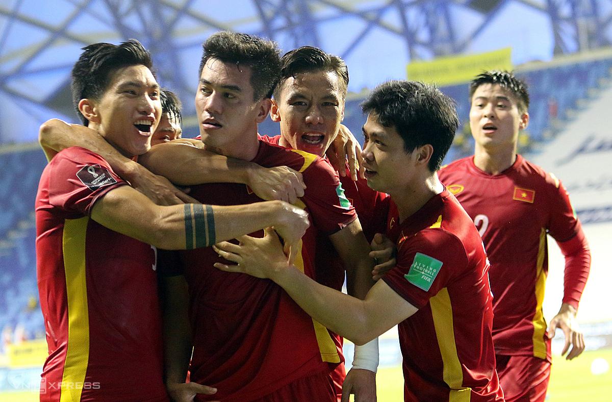 Việc được phép rút ngắn thời gian cách ly, các tuyển thủ Việt Nam sẽ sớm trở lại với các hoạt động bóng đá. Ảnh: Lâm Thoả.