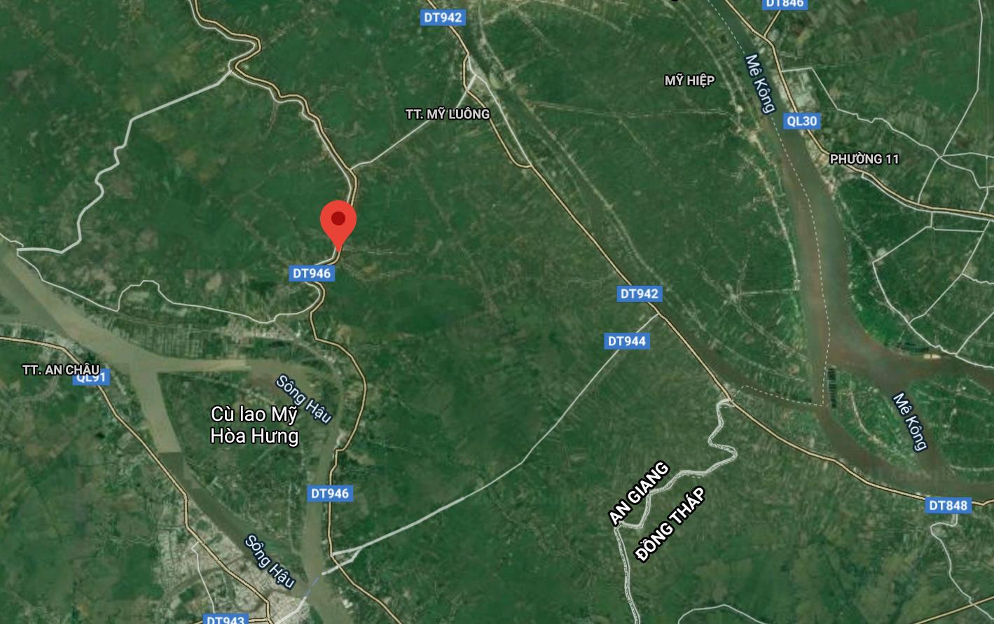 Đoạn sông sạt lở nằm dọc tỉnh lộ 946. Ảnh: Google maps