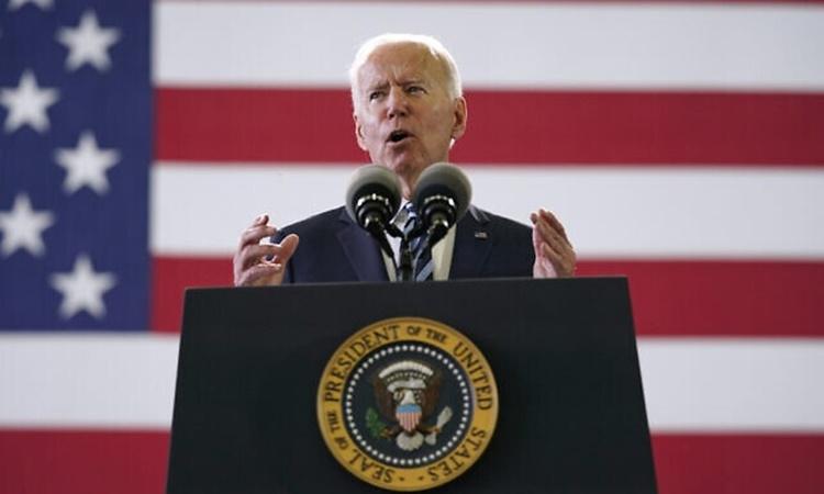 Tổng thống Joe Biden phát biểu trước các binh sĩ Mỹ đóng tại căn cứ không quân Mildenhall tại Suffolk, Anh, ngày 9/6. Ảnh: AP.